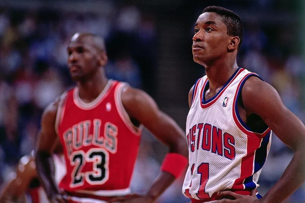 Isiah Thomas e Michael Jordan em 1989 — Foto: Andrew D. Bernstein/Getty Images