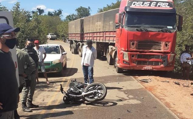 Casal morre após grave acidente entre moto e carreta na rodovia PI-415 - Imagem 1