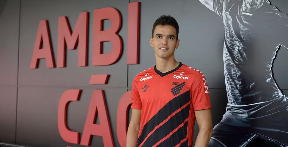 Felipe Aguilar é uma das caras novas do Athletico — Foto: Fabio Wosniak/Athletico