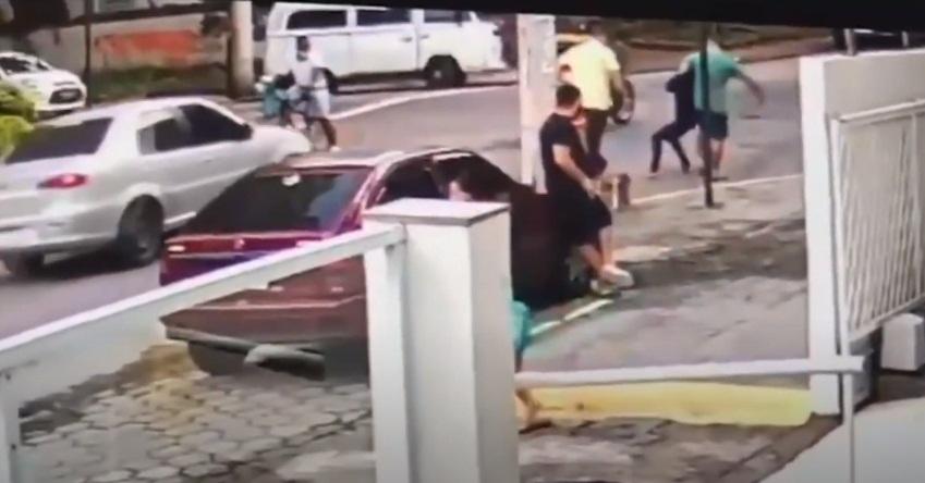 Novo vídeo mostra médica desmaiando ao receber golpe de mata-leão - Imagem 1