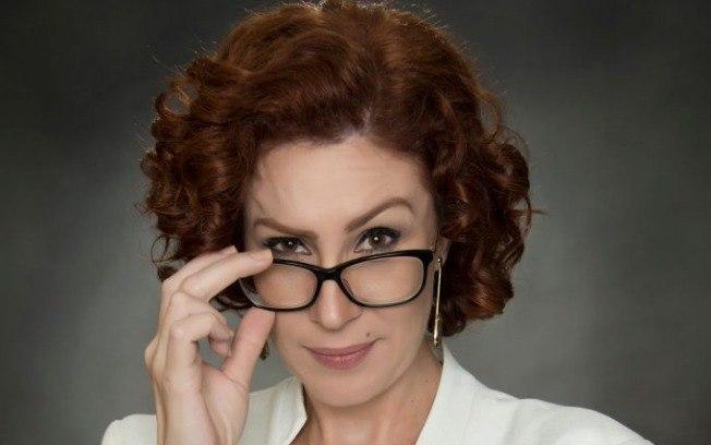 Carla Zambelli autentica PEC que reduz salários de servidores