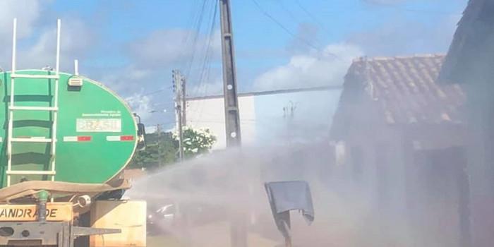 Equipes realizam sanitização nas ruas da cidade