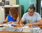 Casais estudam idiomas juntos e compartilham no dia dos namorados