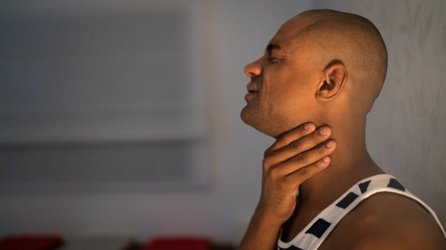Dor de garganta é um dos sintomas mais comuns entre os brasileiros. Foto: Stock