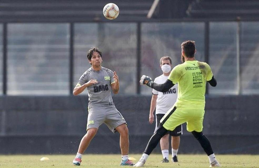 Benítez e Fernando Miguel no treino do Vasco — Foto: Rafael Ribeiro / Vasco