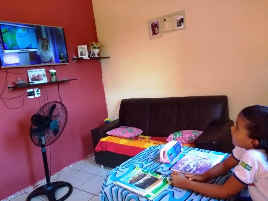 Alunos da Rede Municipal assistem aulas transmitidas pela TV - Imagem 1