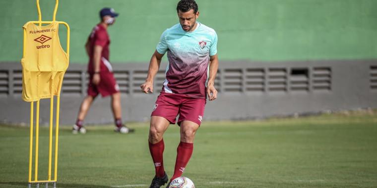 """Novo normal"": com Fred, Fluminense volta a treinar"