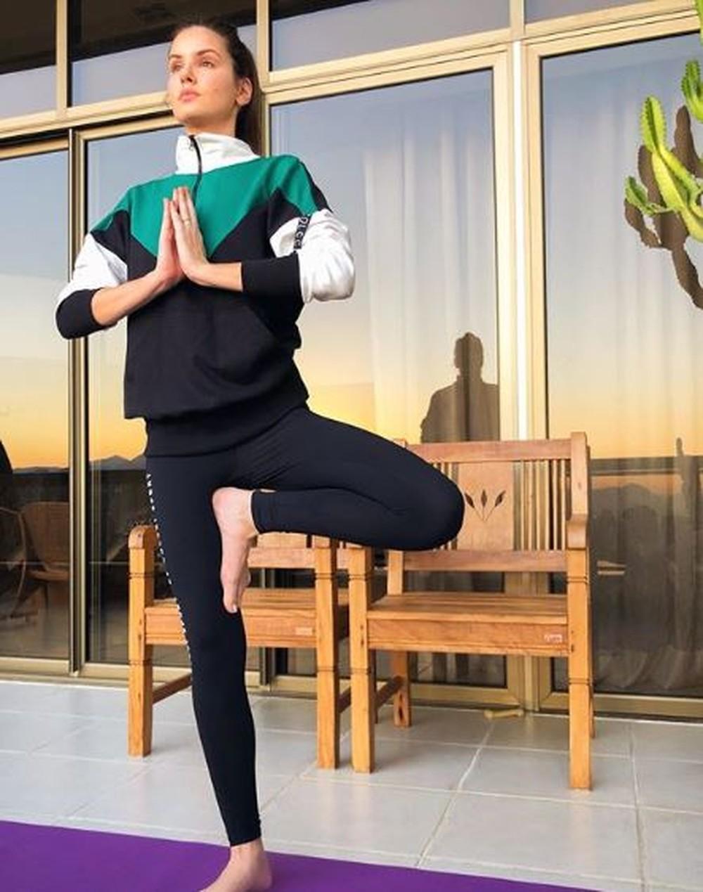 Famosas listam os benefícios com a yoga; veja fotos - Imagem 3