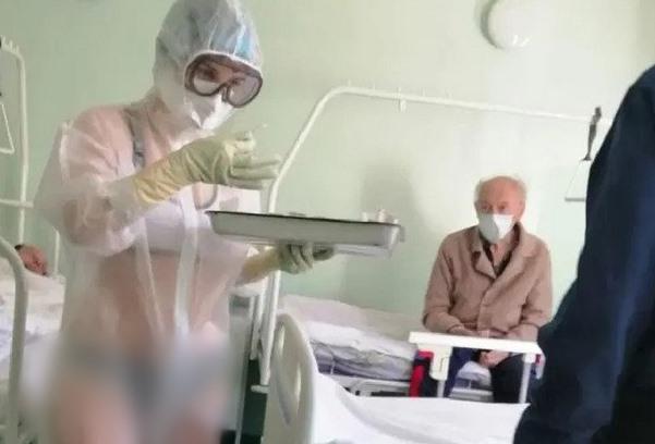 Enfermeira vai trabalhar de biquíni em hospital e choca pacientes - Imagem 2