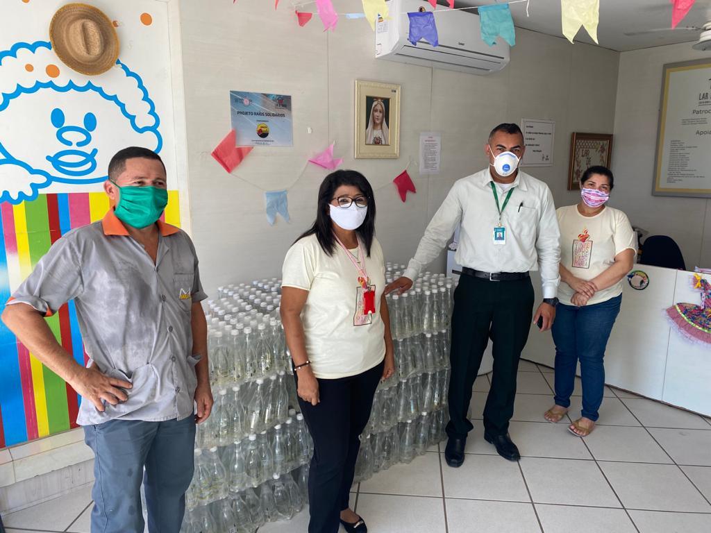 Unimed Teresina doa 100 fardos de água para o Lar de Maria - Imagem 2