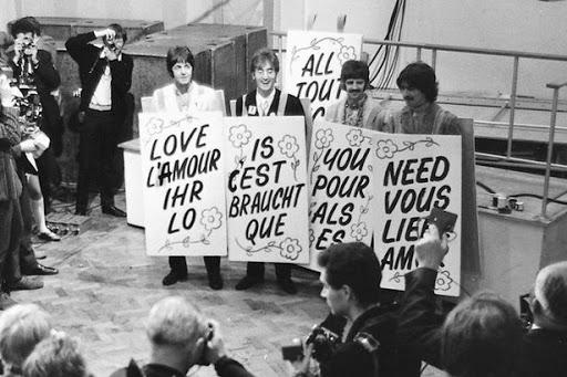 Primeira transmissão ao vivo da TV mundial foi com The Beatles