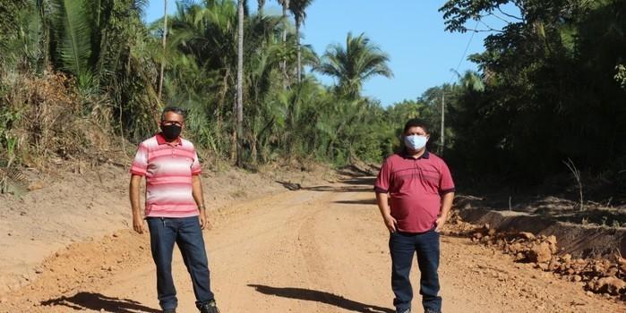Vereadores fiscalizam a execução dos trabalhos em estradas rurais