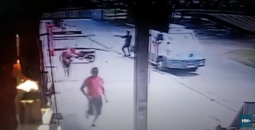 Vídeo mostra troca de tiros durante assalto a carro forte em Teresina - Imagem 1