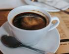 Beber 3 xícaras de café por dia pode reduzir risco de hipertensão