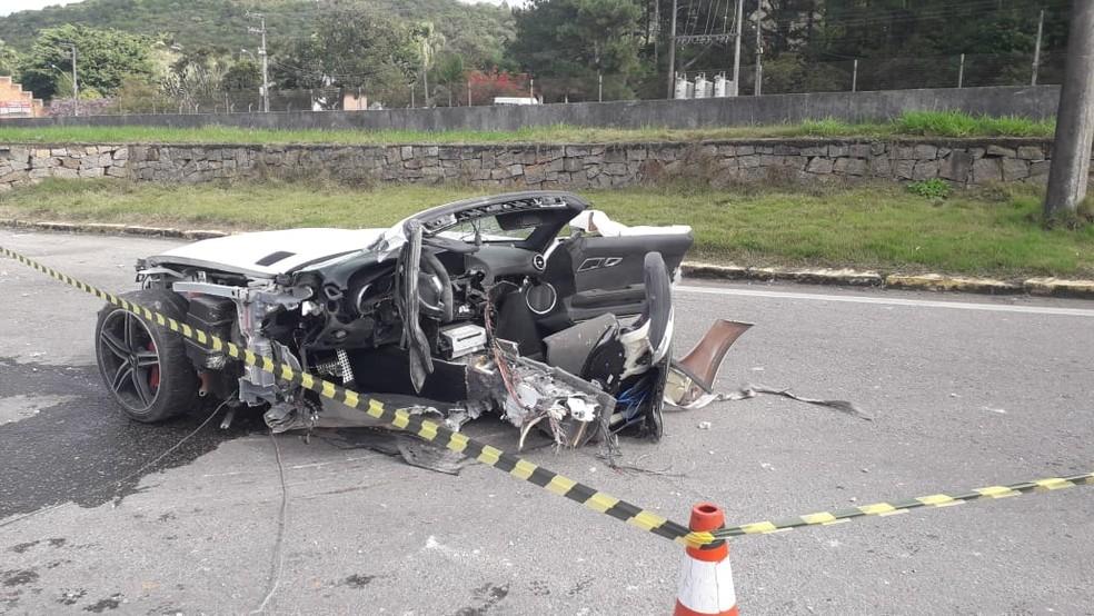 Empresário morre em acidente e carro de luxo fica partido ao meio - Imagem 3