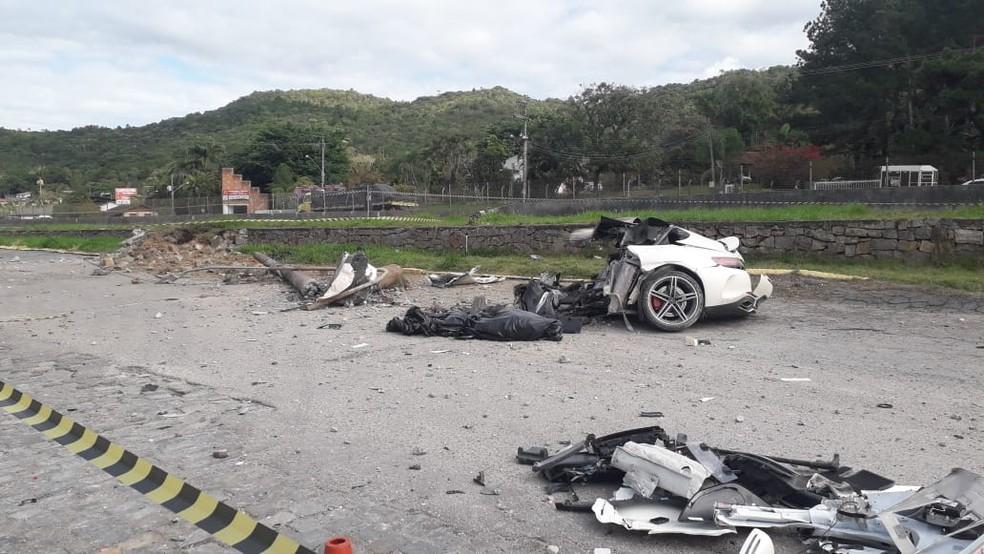 Empresário morre em acidente e carro de luxo fica partido ao meio - Imagem 1