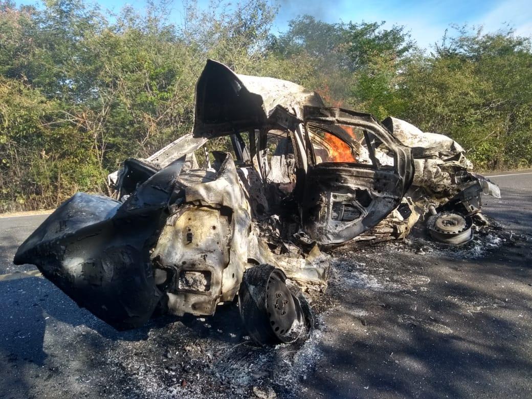 Acidente na BR-135, mais conhecida como Rodovia da Morte, deixa duas pessoas carbonizadas