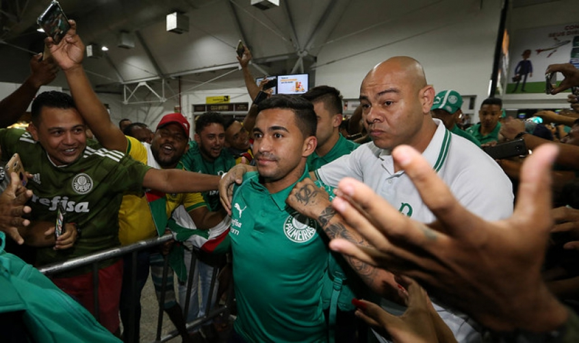 Dudu é recepcionado por palmeirenses- Foto: g. Palmeiras/Divulgação