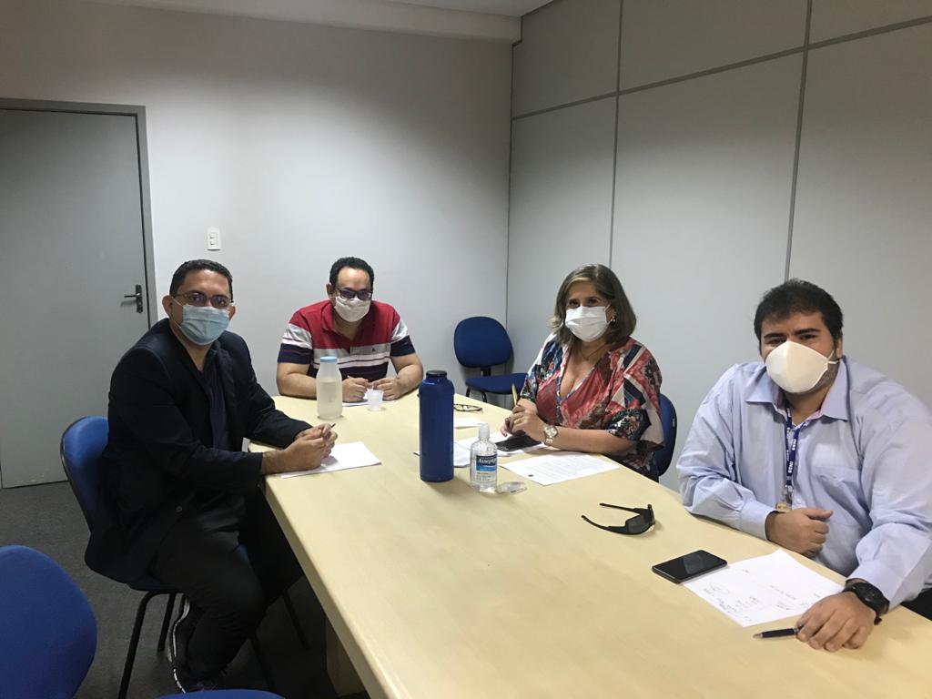 Gerente reunido com equipe de dirigentes do INSS no Piauí