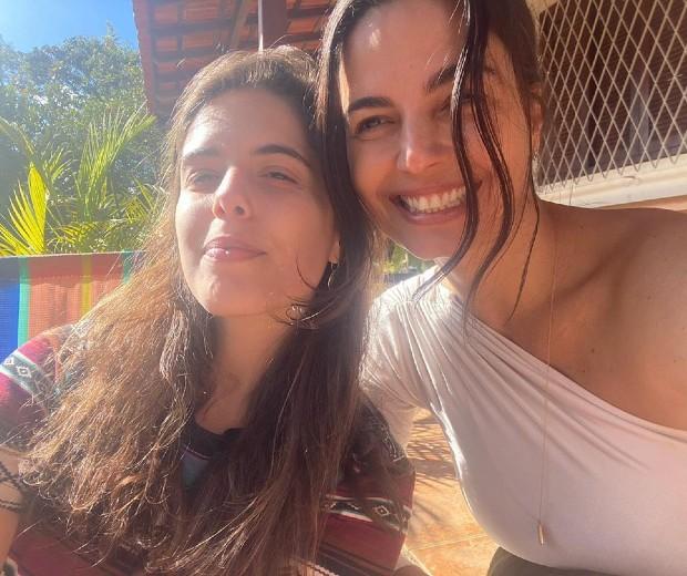 Semelhança de Emanuelle Araújo com a filha chamou atenção