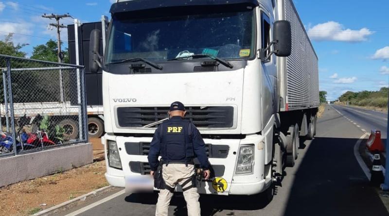 PRF prende na BR 318 integrande de quadrilha especializada em assalto de cargas - Foto: Divulgação/PRF