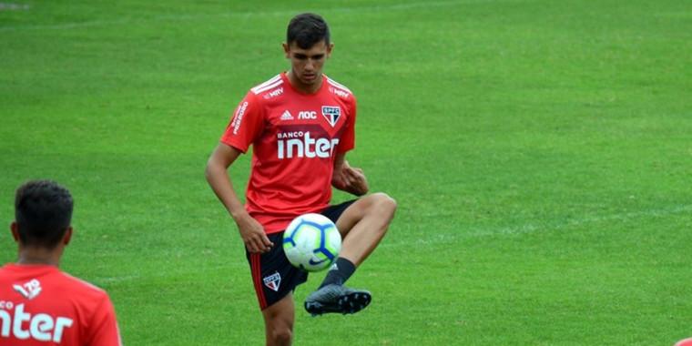 Zagueiro notifica São Paulo e pede rescisão de contrato