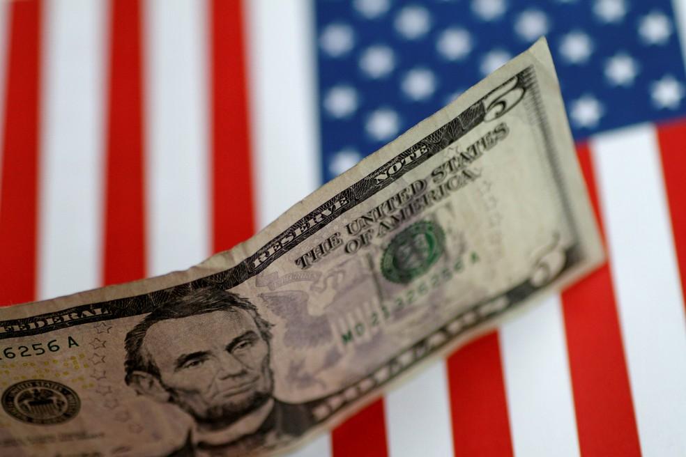 Dólar cai abaixo de R$ 5 pela 1ª vez desde março - Imagem 1