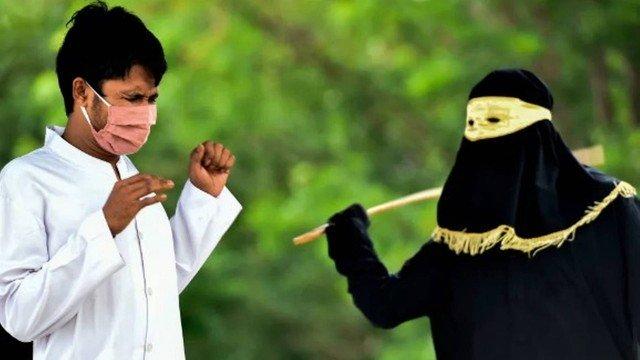 De máscara, namorados recebem 100 chibatadas por sexo antes de casar - Imagem 1