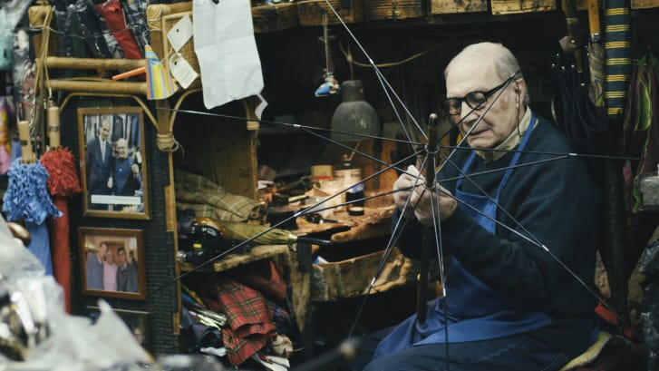 Conheça o artesão que faz guarda-chuvas para atores e papas - Imagem 1