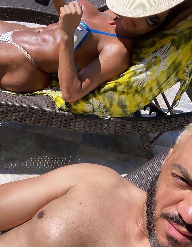 Gracyanne Barbosa e Belo renovam bronzeado em casa à beira da piscina  - Imagem 1
