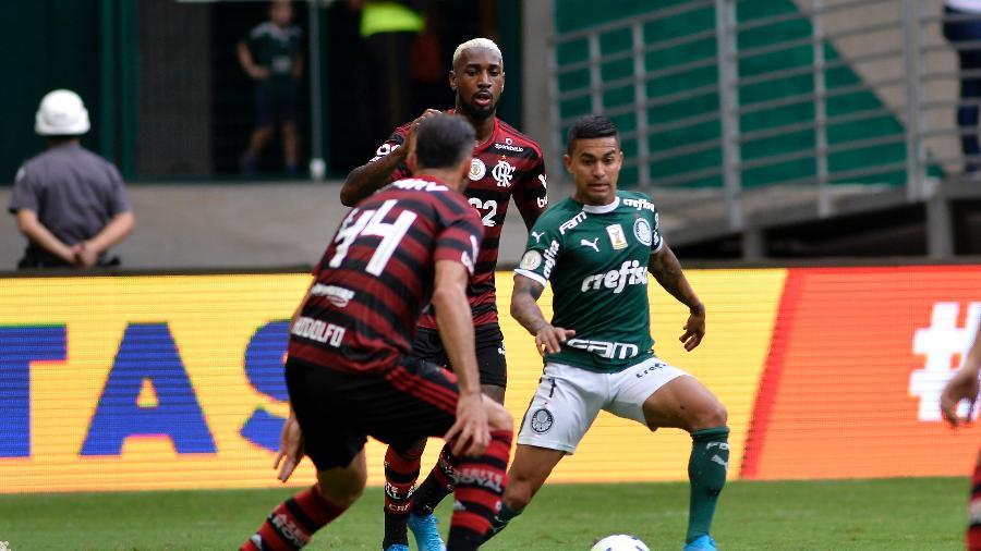 Dudu tenta jogada durante PalmeirasXFlamengo pelo Brasileirão 2019. Foto: Bruno Ulivieri
