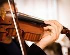 Veja caso da mulher que tocou em orquestra que não existia por 4 anos