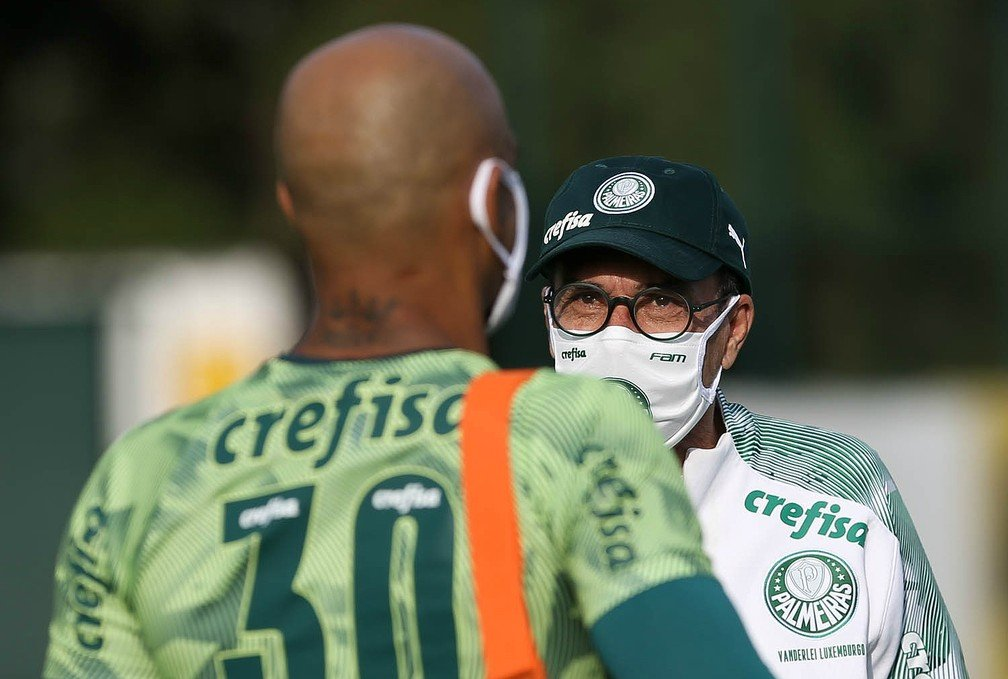 Felipe Melo e Luxemburgo usando máscaras- Foto: Cesar Greco/Ag. Palmeiras