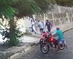 Bandidos invadem residência após casal sair para limpar calçada em Teresina