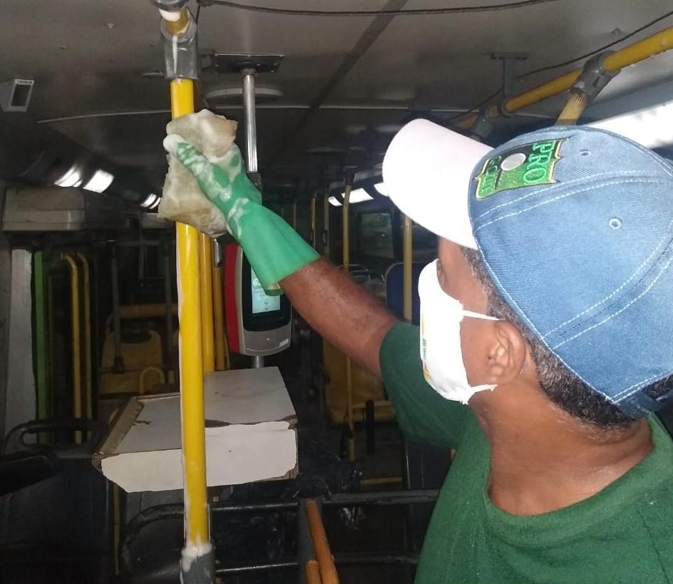 Prefeitura intensifica higiene no transporte público de Teresina