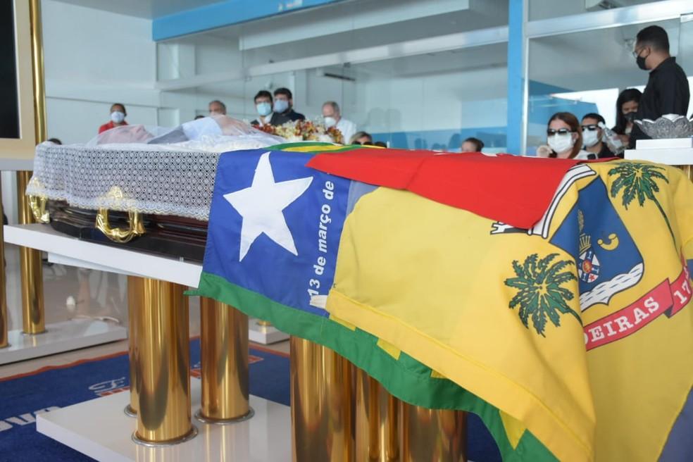 Corpo do deputado federal Assis Carvalho sendo velado em Oeiras - Foto: Divulgação