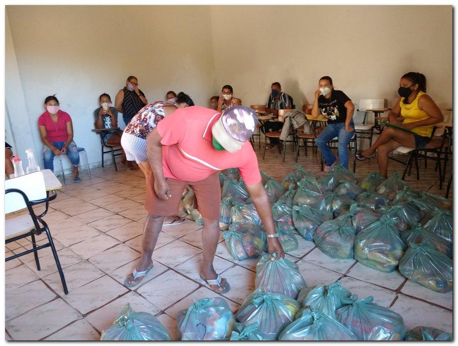 Prefeitura de Inhuma e Secretaria de Educação entrega  Kits de Alimentação Escolar  - Imagem 2