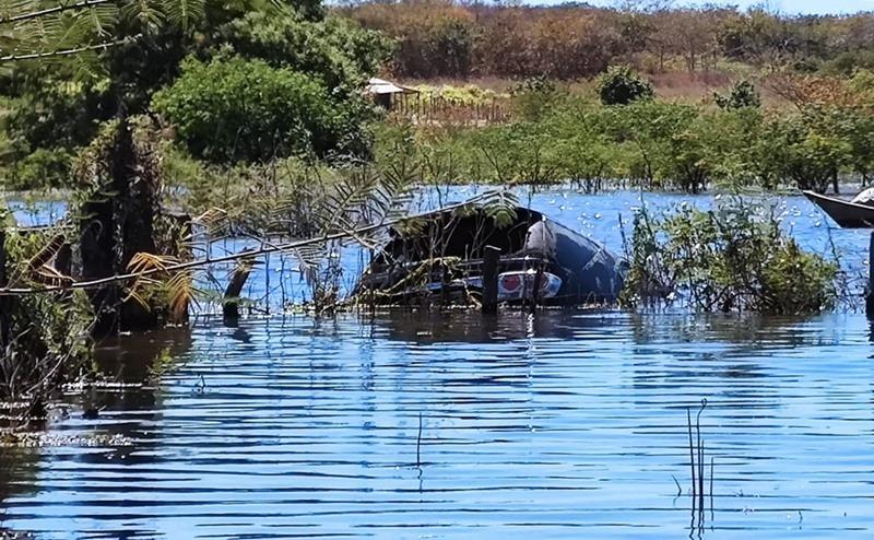 Veículo com o corpo do empresário foi resgatado de dentro da barragem (Portal Corretnte)