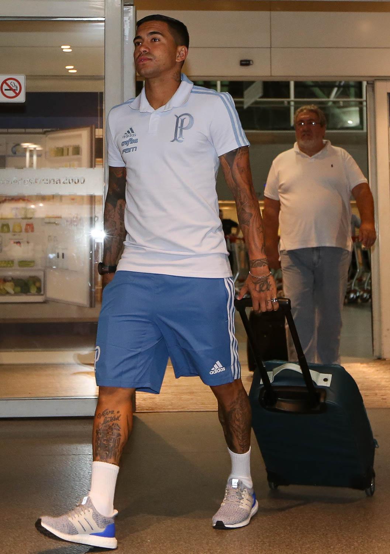 O jogador Dudu, da SE Palmeiras, durante desembarque, no Aeroporto Internacional Ezeiza. (Foto: Cesar Greco/Ag.Palmeiras/Divulgação