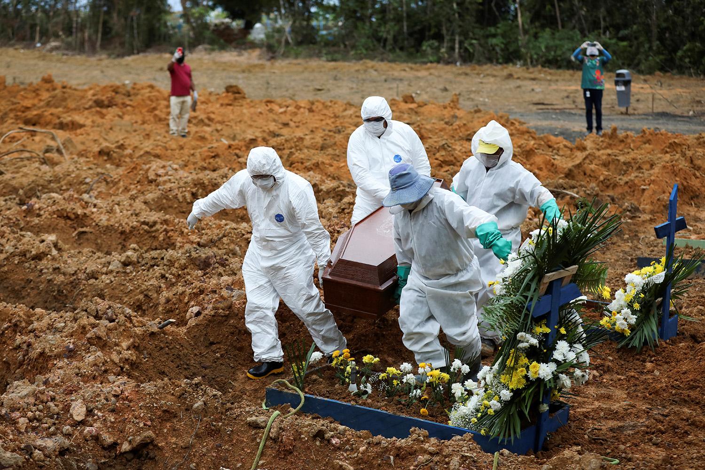 Brasil registra 1.233 mortes por coronavírus em 24 horas Foto: AFP