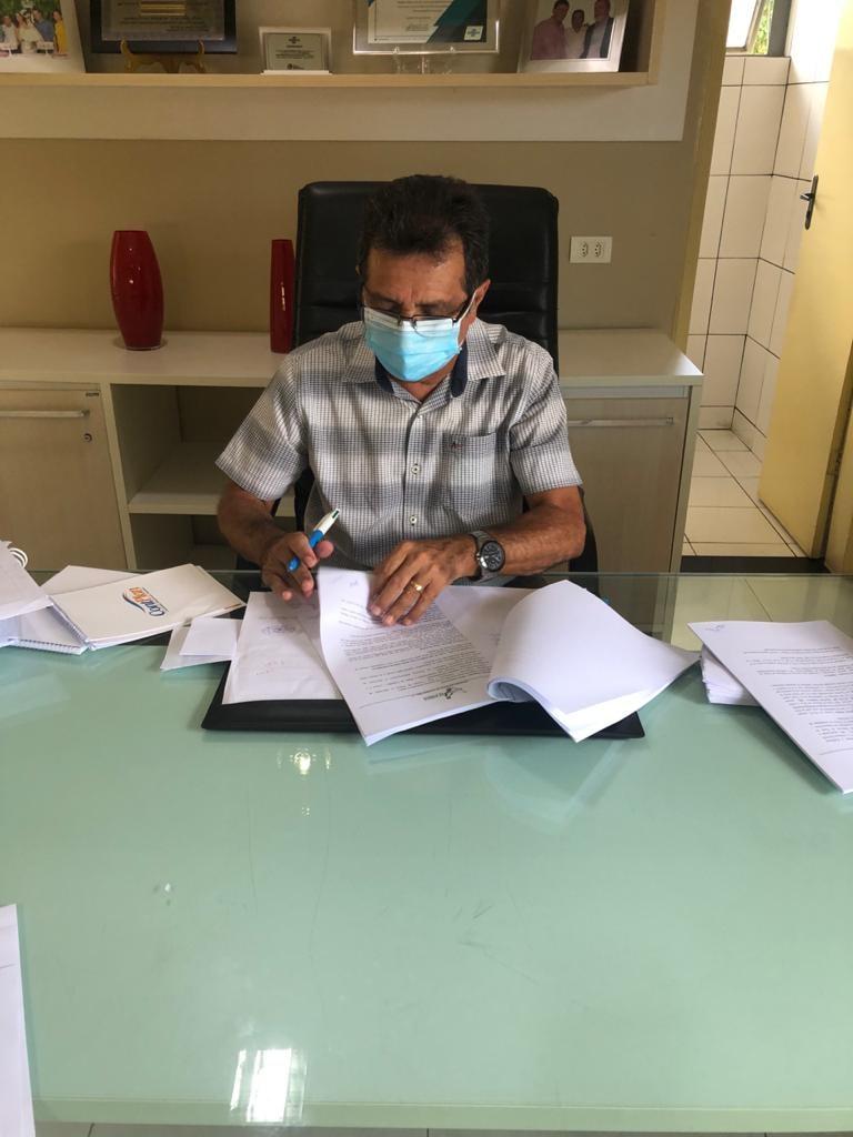 Prefeito Genival Bezerra assina ordens de serviços para construção de secretarias e ponte - Imagem 3