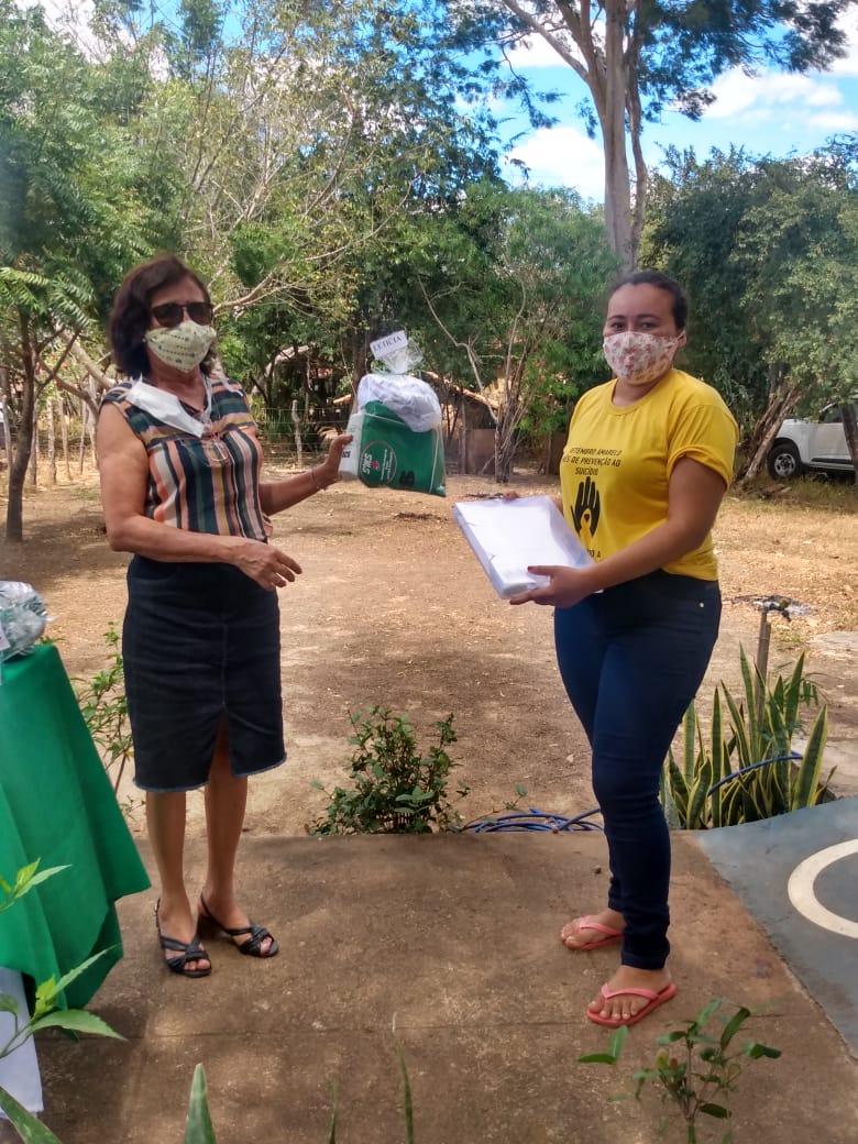 Secretária de saúde de Jatobá do Piauí Noemia Oliveira faz entrega de kits de EPI´s para as equipes de saúde do município - Imagem 4