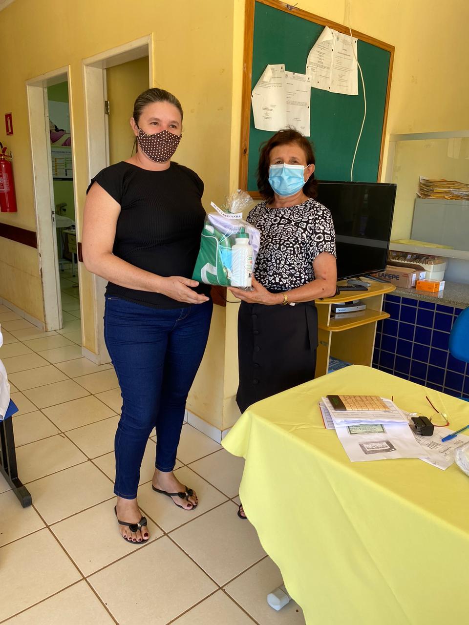 Secretária de saúde de Jatobá do Piauí Noemia Oliveira faz entrega de kits de EPI´s para as equipes de saúde do município - Imagem 6