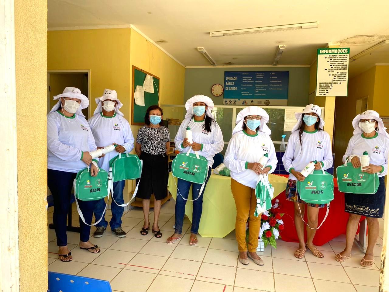 Secretária de saúde de Jatobá do Piauí Noemia Oliveira faz entrega de kits de EPI´s para as equipes de saúde do município - Imagem 8