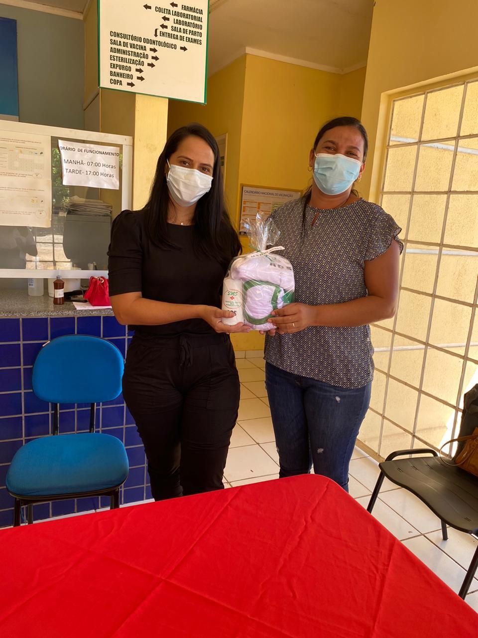 Secretária de saúde de Jatobá do Piauí Noemia Oliveira faz entrega de kits de EPI´s para as equipes de saúde do município - Imagem 5