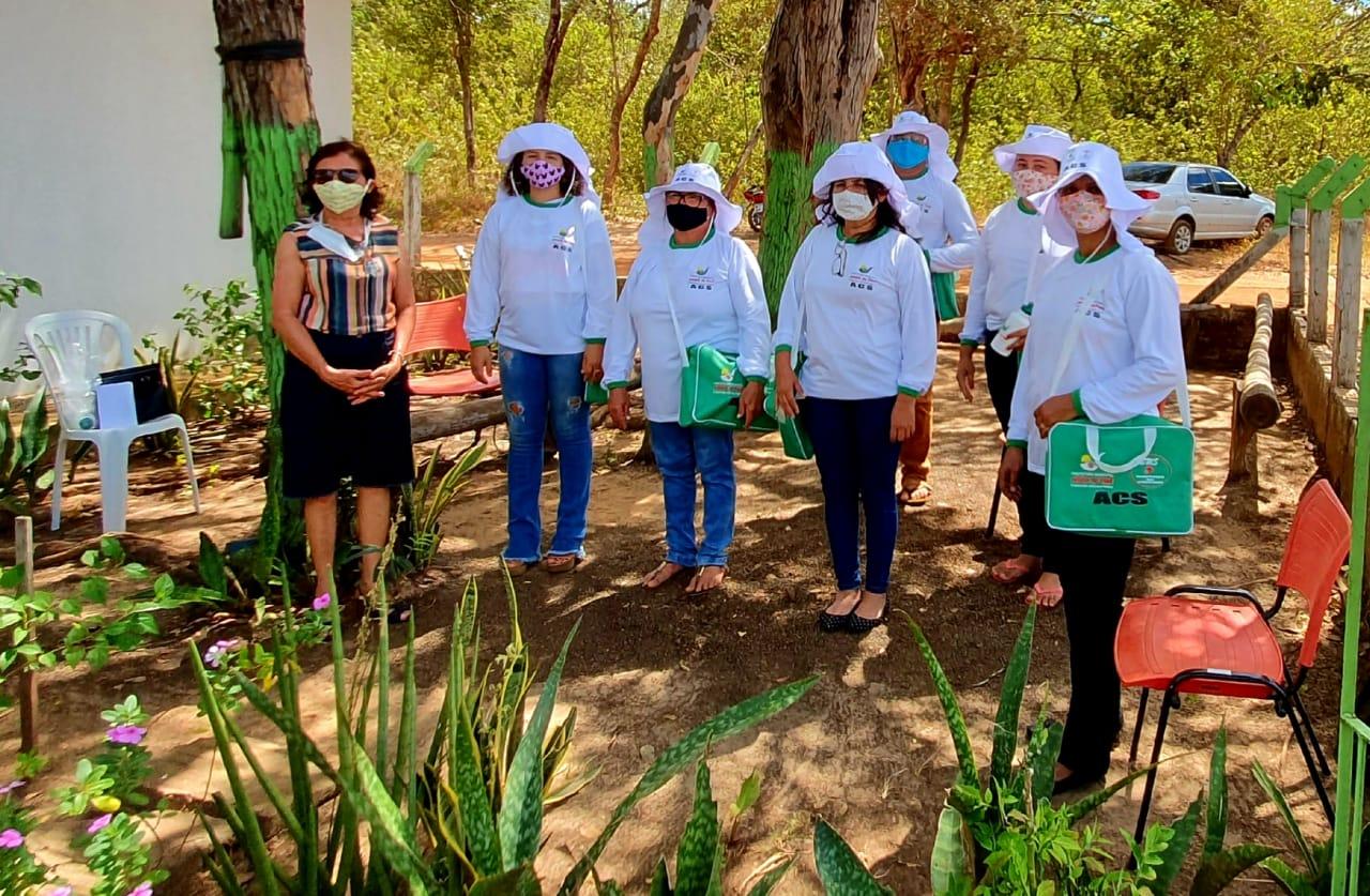 Secretária de saúde de Jatobá do Piauí Noemia Oliveira faz entrega de kits de EPI´s para as equipes de saúde do município - Imagem 9