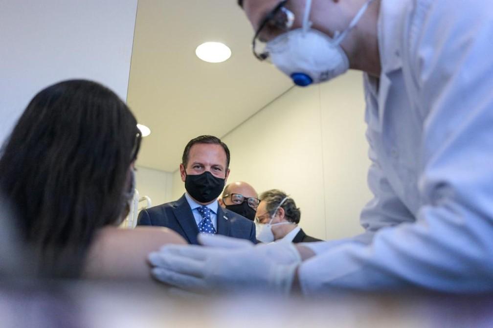 Jovem médica é a 1ª receber vacina contra Covid-19 em SP (Divulgação/ Governo de São Paulo)