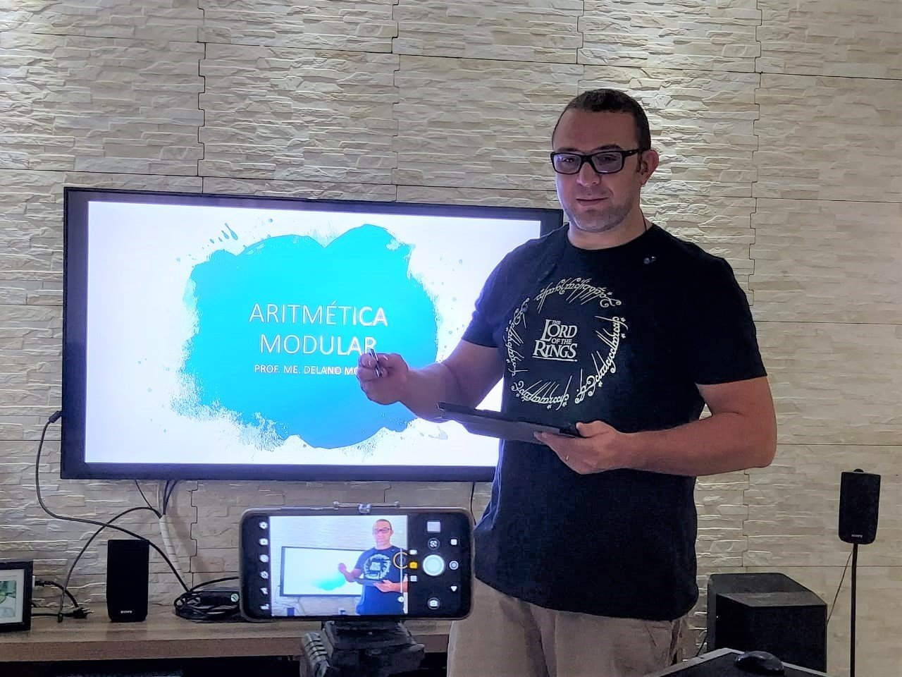 Professores da rede municipal de Teresina estão dando aulas online durante pandemia - Foto: Divulgação