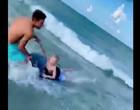 Homem salva garoto por pouco de ataque de tubarão em praia dos EUA