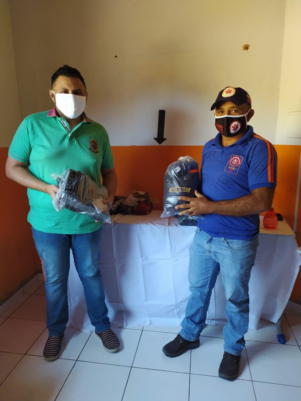 Prefeitura de Monsenhor Gil faz entrega de fardamento novo para SAMU - Imagem 2